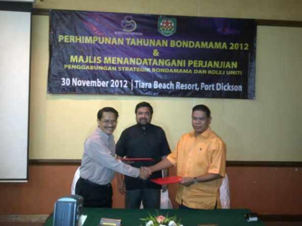 Majlis tandatangan Ku dan Bondamama antara Dekan Fakulti Pembangunan Manusia dan Pengarah Bondamama